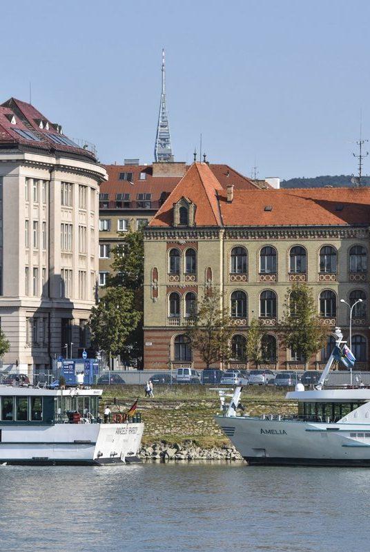 Za najlepšiu dlhodobú investíciu považujú Slováci podľa prieskumu kúpu nehnuteľnosti